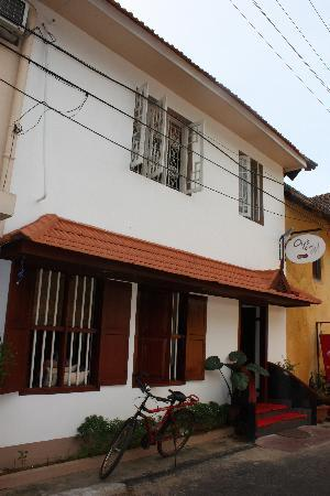 Oy's la Homestay: frontside of the hotel
