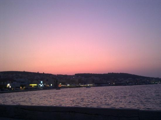 Galaxy Hotel: Sunset over Argostoli from the Drapano Bridge
