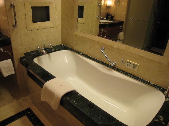 โรงแรมเพนนินซูลา กรุงเทพฯ: バスルーム