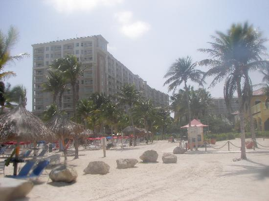 Marriott's Aruba Surf Club: View of hotel from beach.