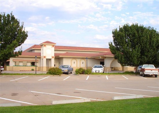 Motel 6 Pratt: Regency Inn and Suites