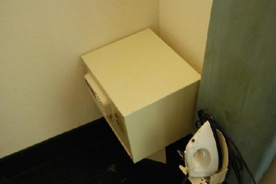 Knights Inn Fayetteville : Safe detatched from wall, sitting on floor
