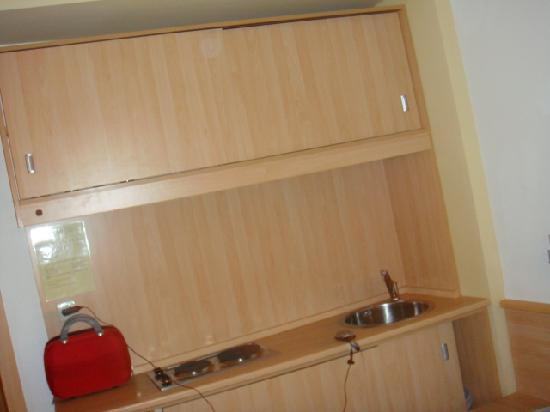 Grand Victoria Hotel : kitchenet