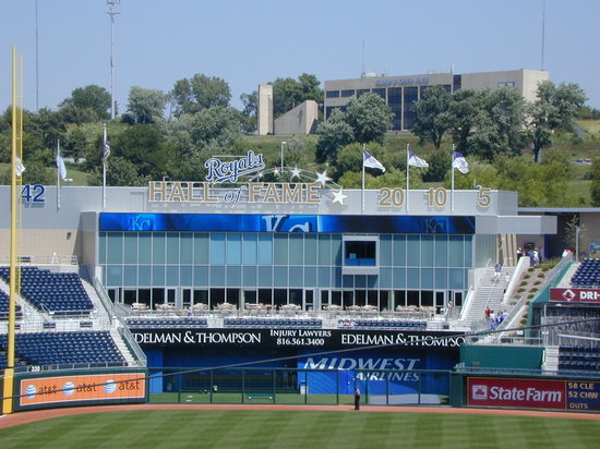 Канзас-Сити, Миссури: The Royals' Hall of Fame overlooks left field