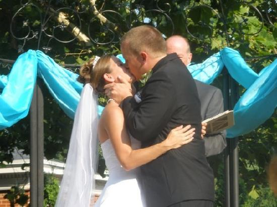 Historic Mankin Mansion Bed and Breakfast: First kiss!