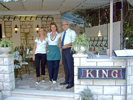 Baska Voda, Croazia: The King Restaurant: Zoran & Staff