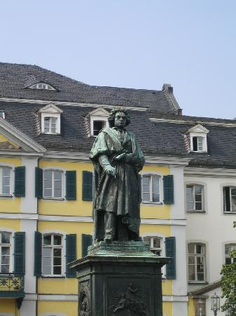 Beethoven House : ボンのBeethoven像