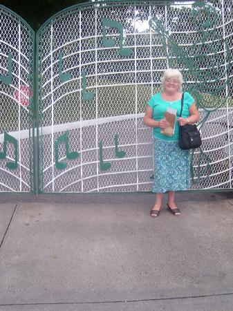 Graceland: Those wonderful gates