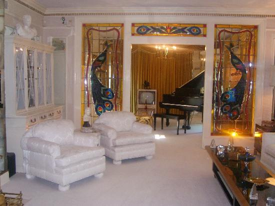 Graceland: Elvis` sitting room