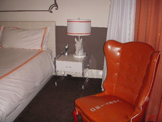 Hotel Vertigo: Decoración barroco-minimalista... OK!!!
