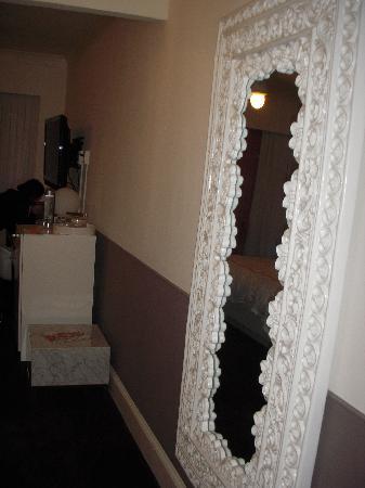 Hotel Vertigo: Espejo