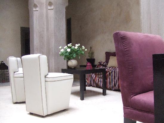 Riad Dar One: Reception area