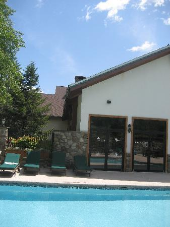 Inn at Holiday Valley: The pool in August