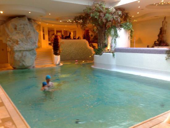 Alpen Hotel Corona Restaurant: piscina