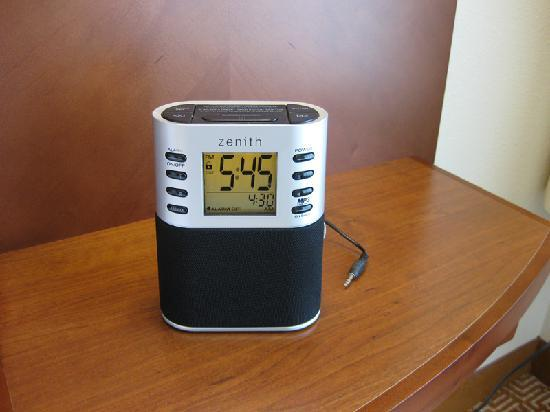 Hyatt Place Overland Park/Convention Center : Alarm clock was easy to set and has MP3 player input