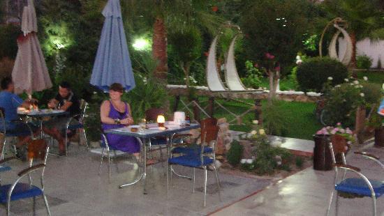 Ovacik, Tyrkiet: Al fresco dining!