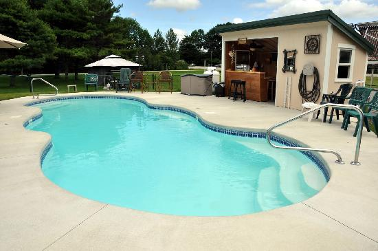 Axell's Scandinavian Inn: The heated pool!