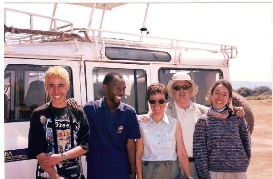 ดาร์ เอส ซาลาม, แทนซาเนีย: Tanzània amb la famili el guia i un guiri ros...
