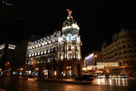 """Gran Via: Simplemente hermoso.. Alcalá esquina La Gran´Vía... mejor conocido como """"Metropolis"""""""