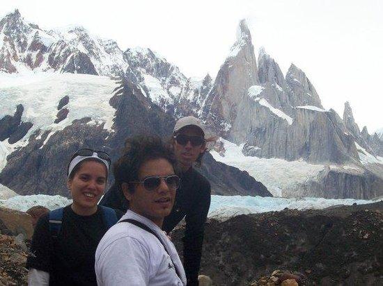 El Chalten, Argentina: Fotito con El Indio! nuestro guia!!! La verdad excelenteeee, sin la ayuda de el no llegabamos a