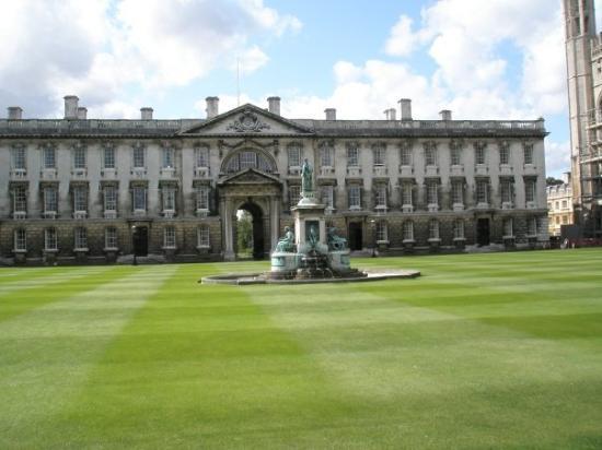 เคมบริดจ์, UK: College Campus bathing in Sunshine (although rare)