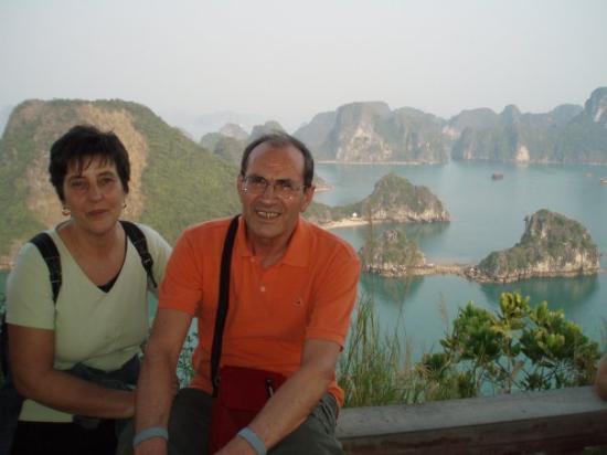 ฮาลองเบย์, เวียดนาม: Nella Baia di Halong in Vietnam nl 2008