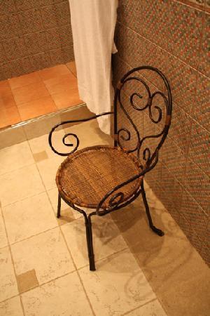Alexander House: Chair in bathroom