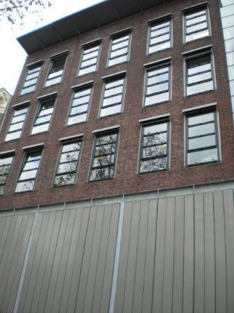 บ้านแอนน์แฟรงค์: front of Anne Frank's house