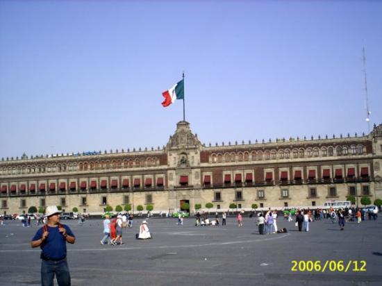 Zocalo: Ciudad de México D.F. Palacio de Gobierno