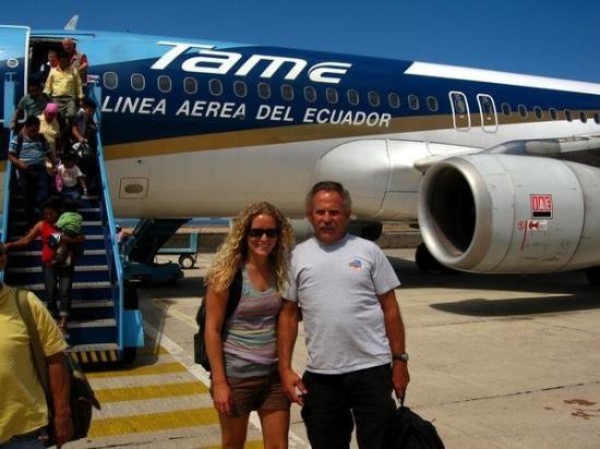 ปวยร์โตอาโยรา, เอกวาดอร์: Getting off the plane in the Galapagos Islands