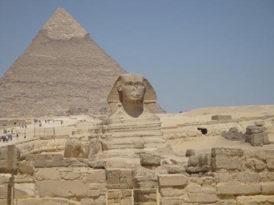 Khafre, the second pyramid: SPHINX DI KEFREM