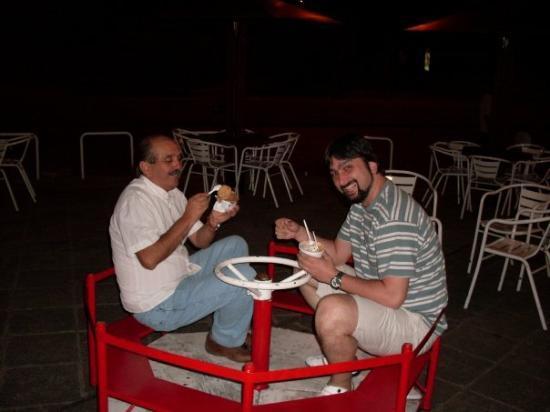 ซัลตา, อาร์เจนตินา: Papá me llevó a comer un helado y andar en calesita :P (Después de darle a la pizza y la cerveza