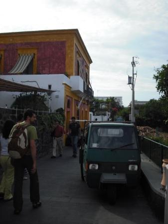Stromboli, อิตาลี: Paseando por el pueblo. Las motillos estas son el único medio de transporte a motor, no hay coch