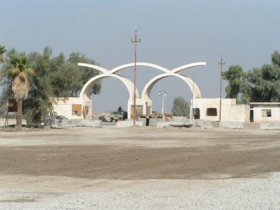 Nasiriyah, อิรัก: Main entrance at Tallil airbase.
