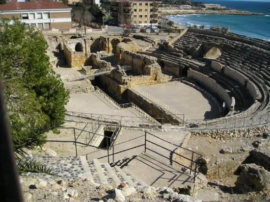 ตาราโกนา, สเปน: Tarragona... Coliseo romano y mar.