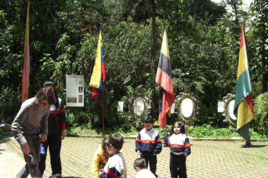 โบโกตา, โคลอมเบีย: Las banderas de los paises que liberto Bolívar