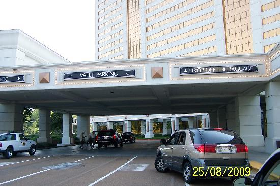 Gold Strike Casino Resort: Entrance to Hotel