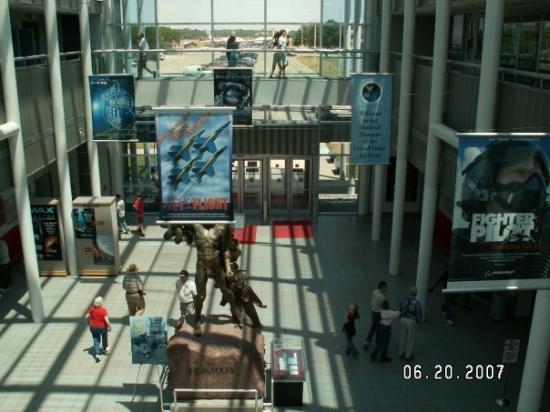 เดย์ตัน, โอไฮโอ: Lobby of The US Air Force Museum in Dayton, Ohio.