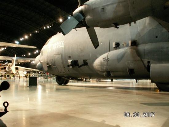 """เดย์ตัน, โอไฮโอ: AC-130 Spectra Gunship (""""Spooky""""). US Air Force Museum in Dayton, Ohio."""