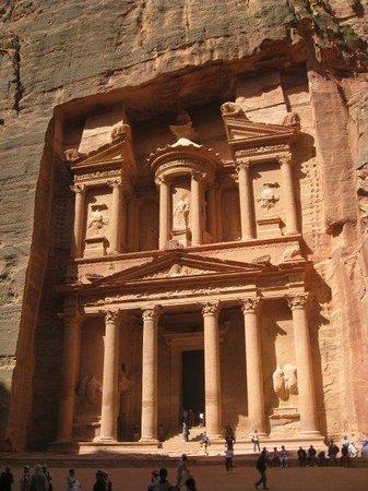 """เดอะเทรเชอรี่: The Treasury - al Khazneh. In one of the movies Indiana Jones was running around here.  """"India"""
