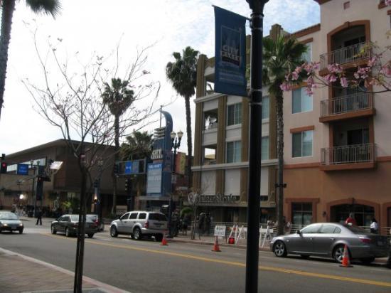 ลองบีช, แคลิฟอร์เนีย: Long Beach we walked onto a set for a Pilot that was being filmed! It's titled First Day, so...