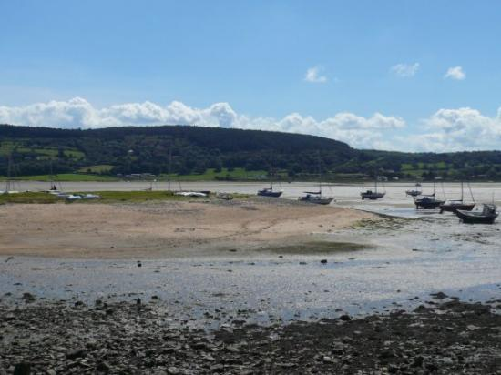 Beaumaris, UK: Red Wharf Bay, with the tide out