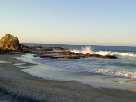 เซิร์ฟเฟอร์สพาราไดซ์, ออสเตรเลีย: Beach facing West Pacific Ocean