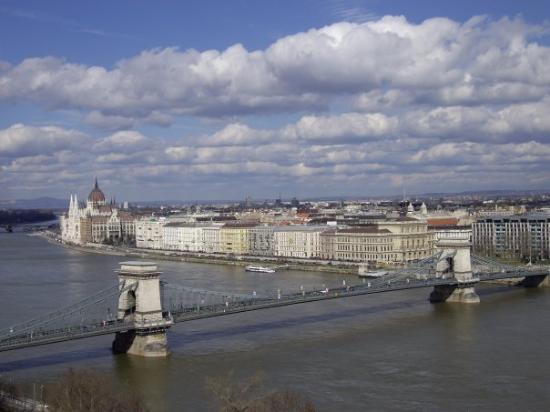 สะพานโซ่: Puente de las Cadenas y Parlamento