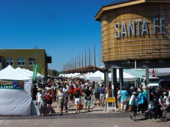 ซานตาเฟ, นิวเม็กซิโก: Santa Fe's Saturday Farmers Market at the Railyard.