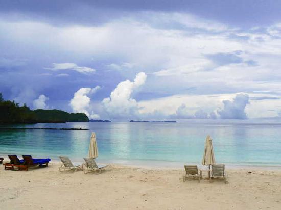 Palau Pacific Resort: ホテル前のビーチ♪