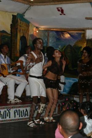 แอดิสอาบาบา, เอธิโอเปีย: Dancers at Habesha Cultural Restaurant, Addis Ababa