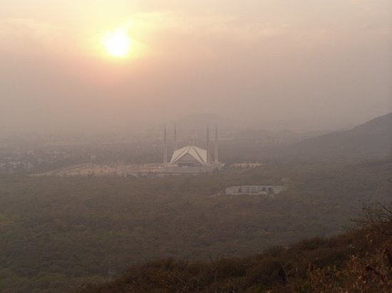 Islamabad, Pakistan: Shah Faisal Mosque seen from Margalla Hills (Daman-e-Koh). Quite some smog.