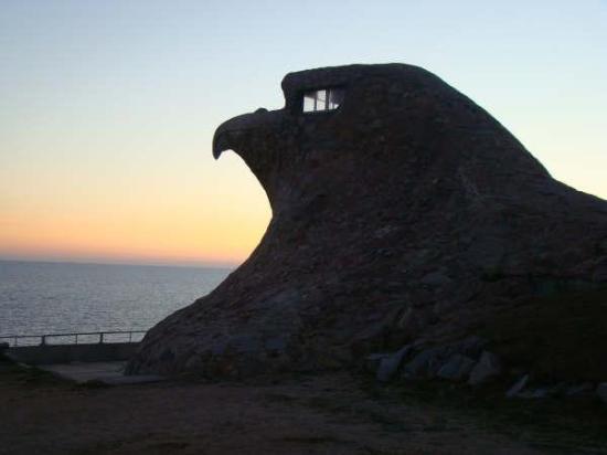 Atlantida, อุรุกวัย: ES UN MIRADOR CON FORMA DE AGUILA TODO HECHO EN PIEDRA