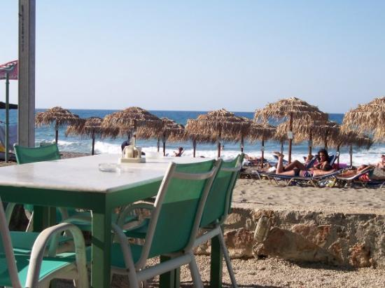 Platanias, กรีซ: same place taking pictures of the waves